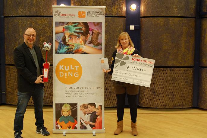 theaterverein gewinnt 1.JPG