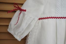 Détail manche et dentelle anglaise robe de bapteme ou cortege Anne-Laure Neves