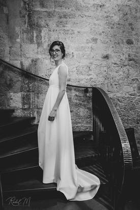 Robe de mariée sur mesure avec une traîne créée par Anne-Laure Neves