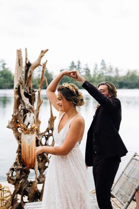 La mariée danse avec Monsieur et faire virevolter sa robe sur mesure