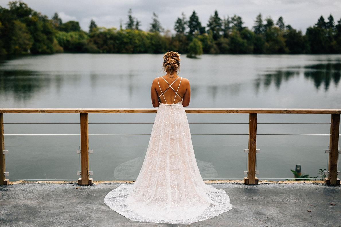 Robe de mariée gypsy en tulle brodé et fonds rose créatrice Anne-Laure Neves