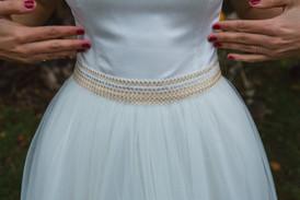 Ceinture dorée et argentée pour une robe de mariée unique créée par Anne-Laure Neves
