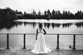 Mariée dans une magnifique robe au Domaine du Lac Bleu en Gironde