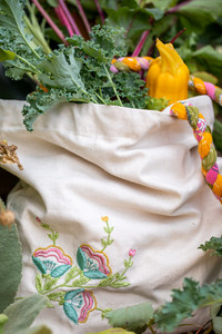 Made from a creamy 100% eco-friendly jute fabric, this bag is hand-embroidered with meadow flowers.  The braided straps are made from re-cycled saris!