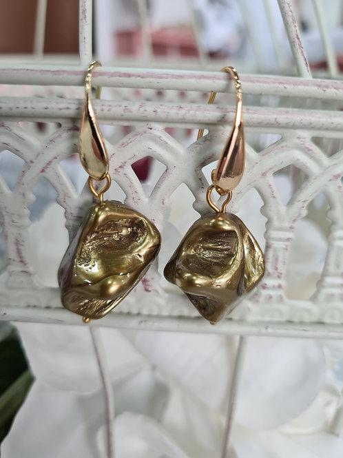 Pendiente perla dorada