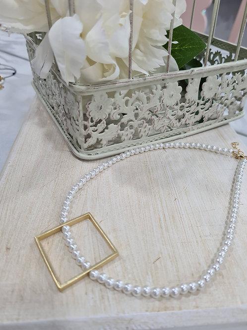 Colgante perla cuadrado acero bañado oro