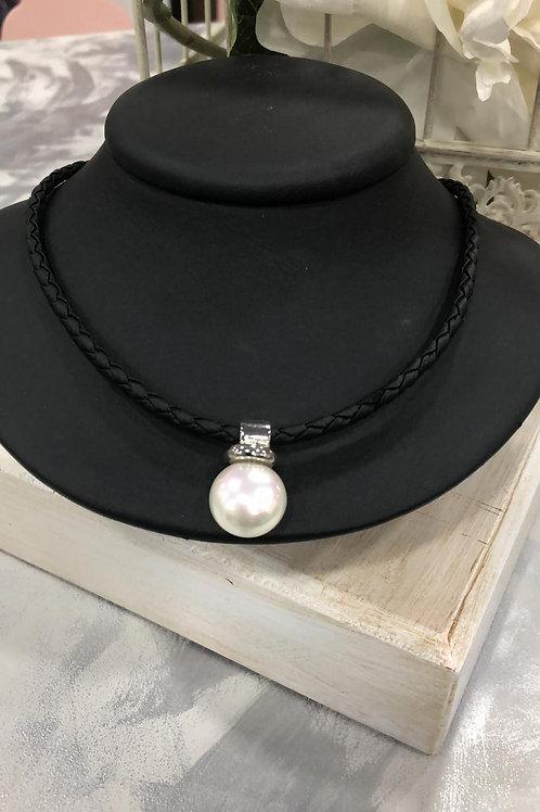 Collar cuero perla