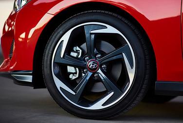 """Hyundai Veloster Llantas 18"""" y freno a disco en las 4 ruedas"""