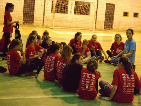 Voleibol feminino é o destaque da noite no Projeto Arte e Cidadania