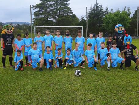Futebol de Campo em clima de Dia das Crianças