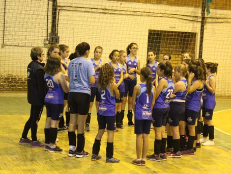 Voleibol feminino recebe novos uniformes
