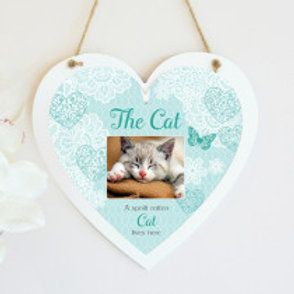 The Cat Hanging Heart  - Photo