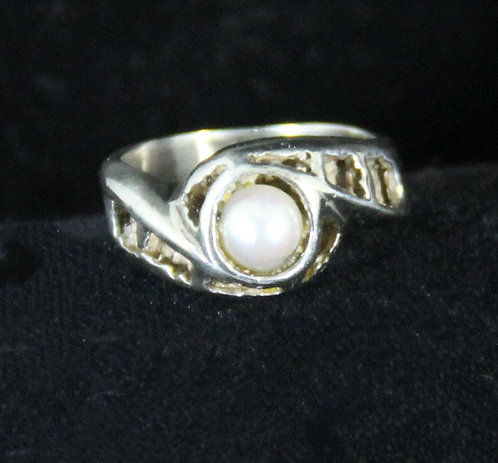 Pearl set in Sterling Silver Ring