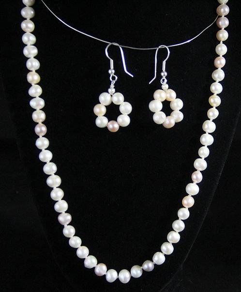 "Strand of 20"" - 22"" Cultured Pearls with earrings"