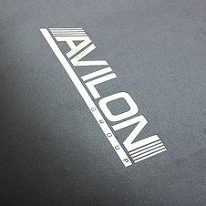 Тиснение фольгой логотипа на бумажном пакете