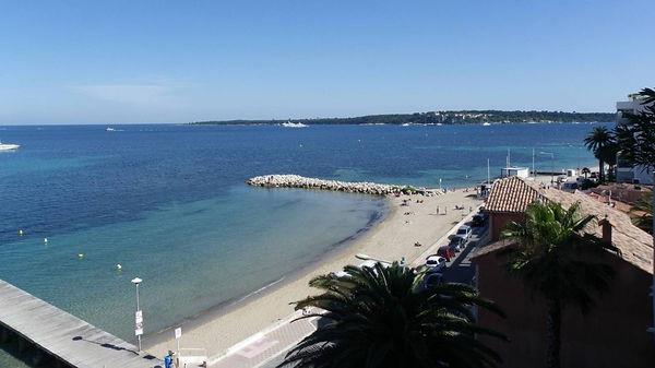 """La Plage Gazagnaire près de la résidence locative Le Fettolina"""" quartier Palm-Beach à Cannes"""