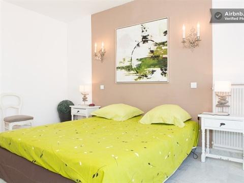 location appartement Cannes sur la plage, bord de mer, chambre parentale