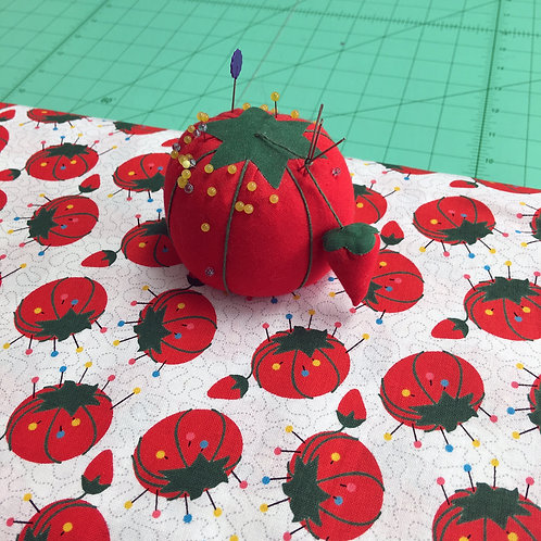 8943-01_Tomato Pin Cushion