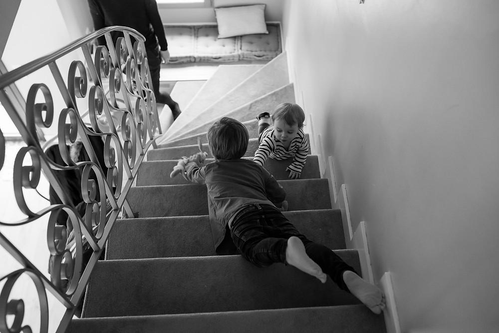 Moments du quotidien en photos - Descendre et monter les escaliers