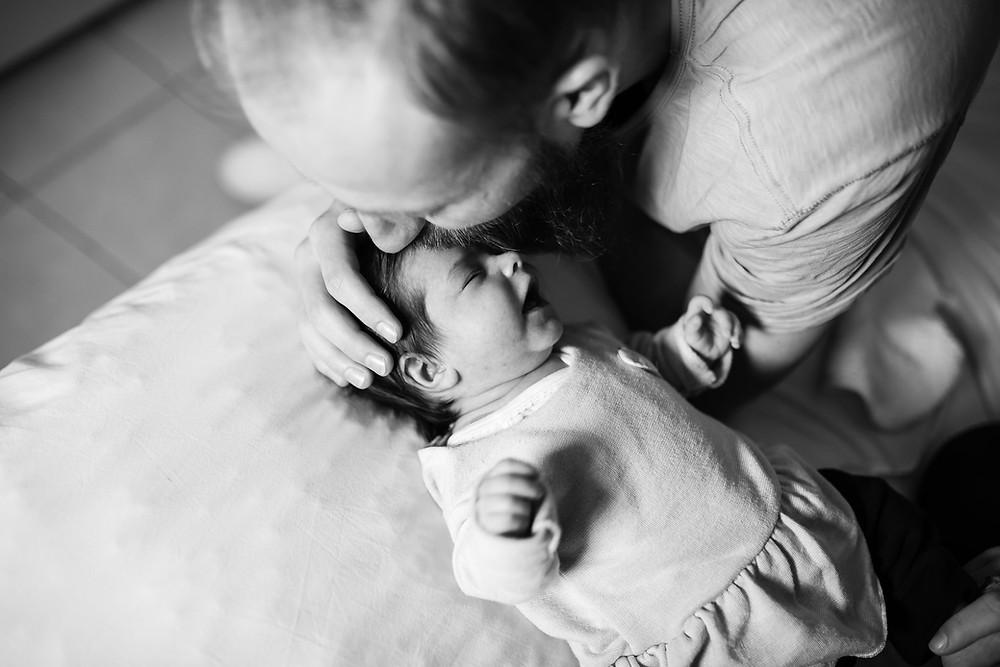papa rassure bébé