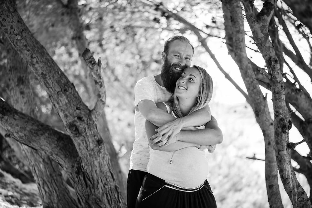 Futurs parents - Photo en noir et blanc