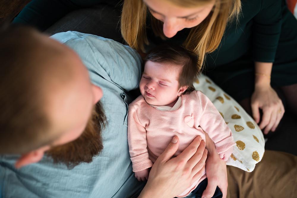 un bébé apaisé après le biberon