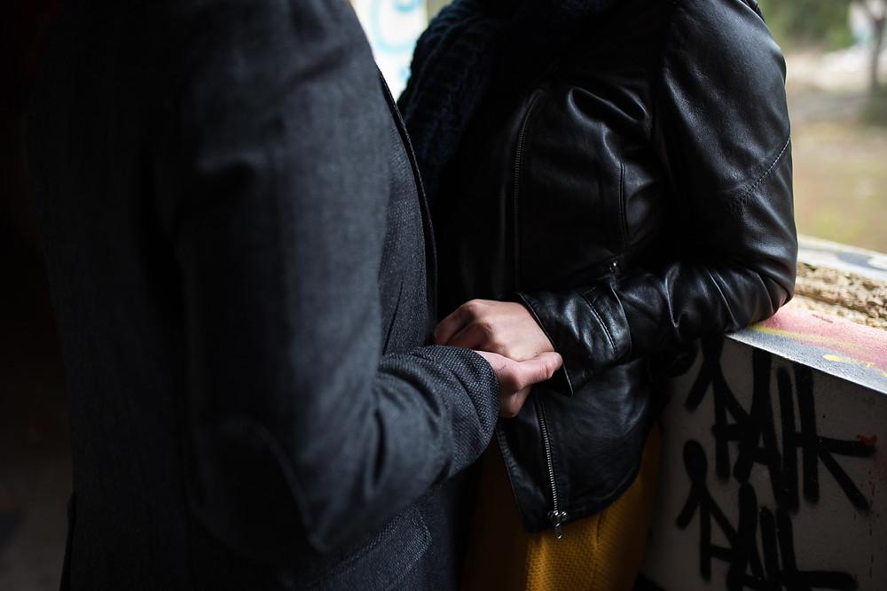 Détail des mains d'un couple