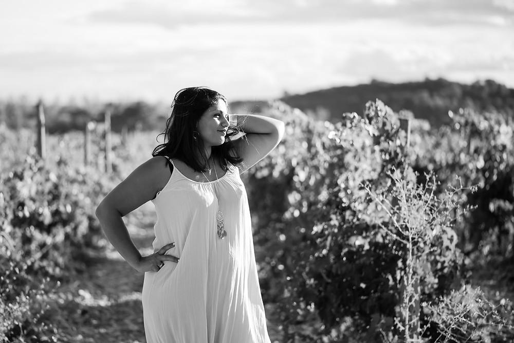 Portrait de femme dans les vignes en Provence
