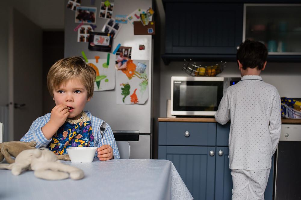 Reportage photo de famille - Petit déjeuner des enfants