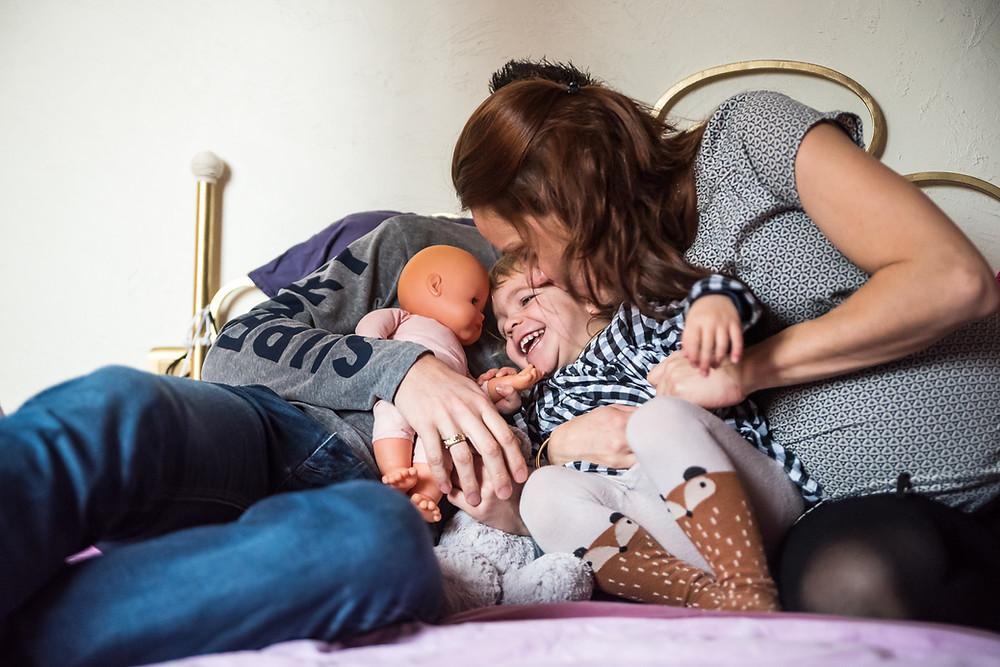 photo de famille : attaque de bisous