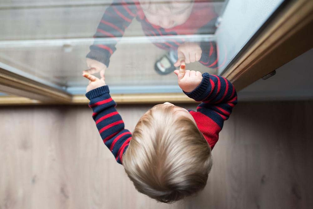 Photo de famille - A la fenêtre