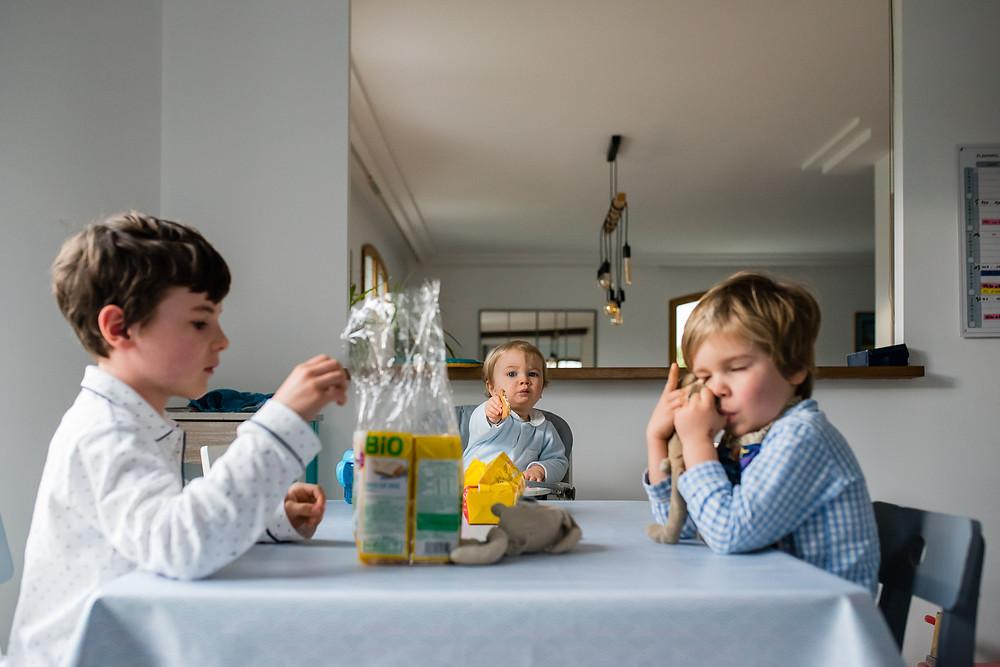 Documentaire photo de famille - Petit déjeuner des enfants