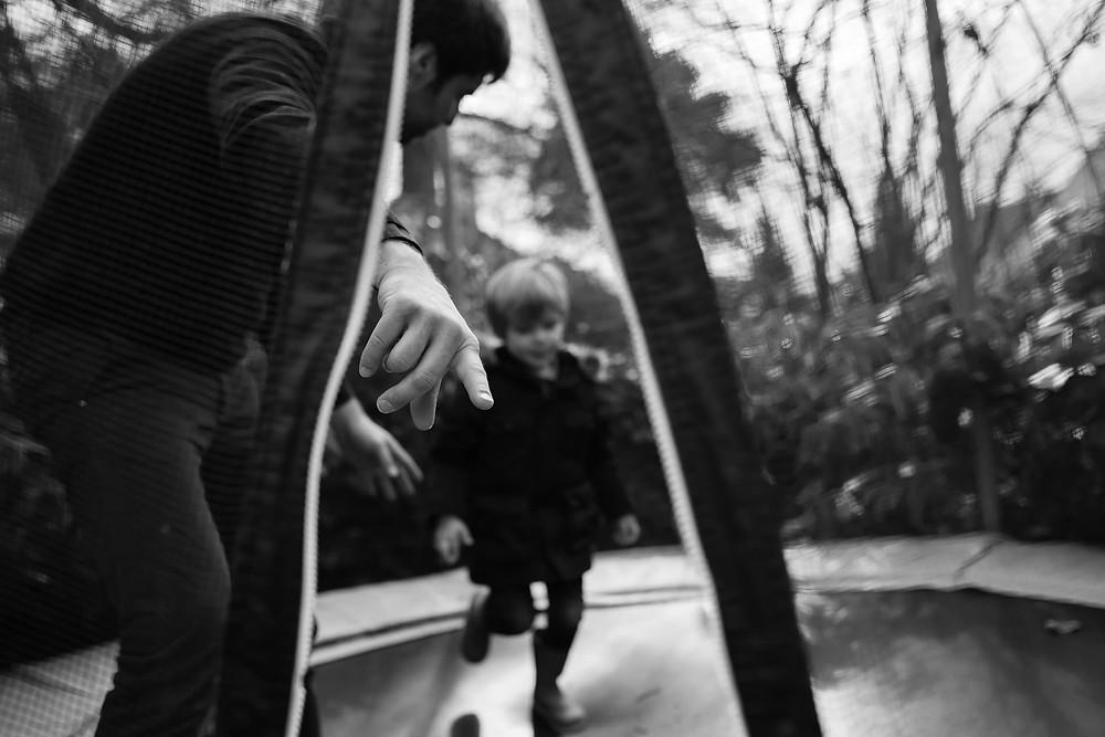 Moment du quotidien - Jouer au trampoline