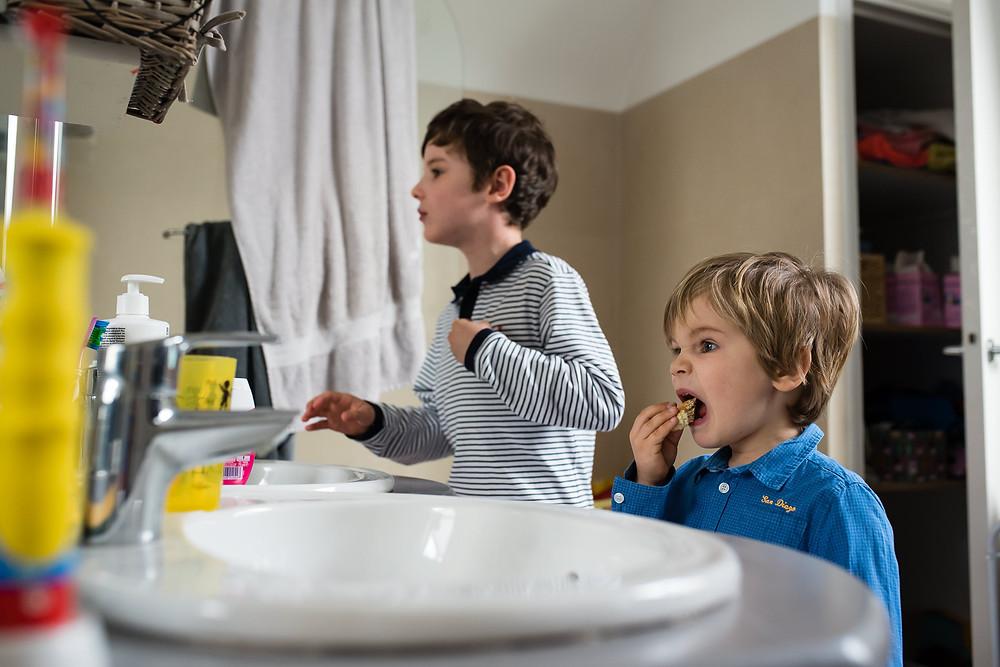 Photo des moments du quotidien -Dans la salle de bain