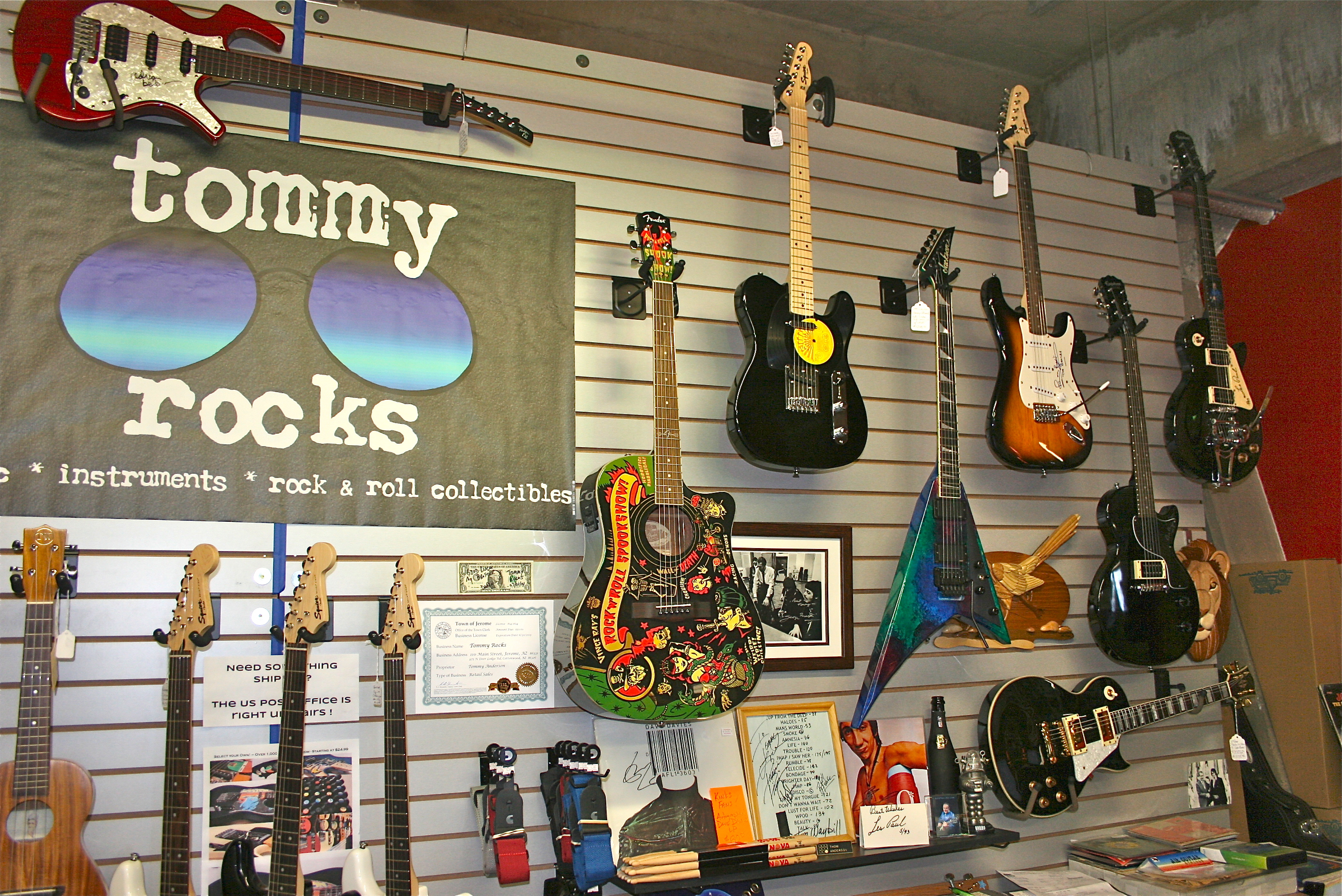 Tommy_Rocks_Jerome_Guitars USEME.JPG