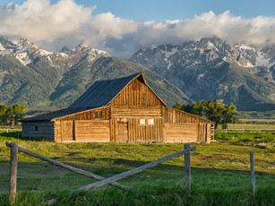 Morning at T. A. Moulton Barn in the Grand Teton National Park, Wyoming (DSC_3119)