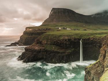Sunset at Gasadalur waterfall on the Faroe Islands (DSC_2791)