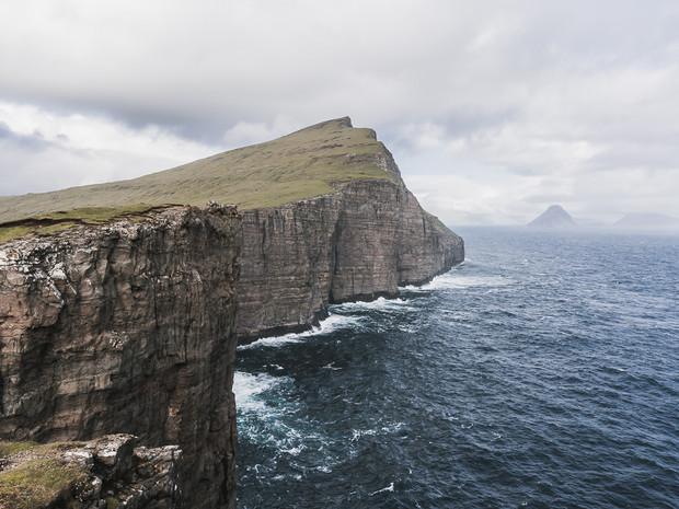 The dramatic coastline of Trælanípan on the Faroe Islands (DSC_2765)