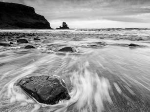 A moody, black and white seascape of Talisker Bay, the Isle of Skye (DSC_7138)