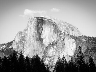 A black and white landscape of Half Dome in Yosemite National Park, California (DSC_5176)