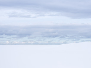 A minimalist landscape of the snow covered beaches of the Lofoten Islands (DSC_2368)
