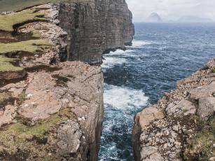 The rugged landscape of Trælanípa, the Faroe Islands (DSC_2763)