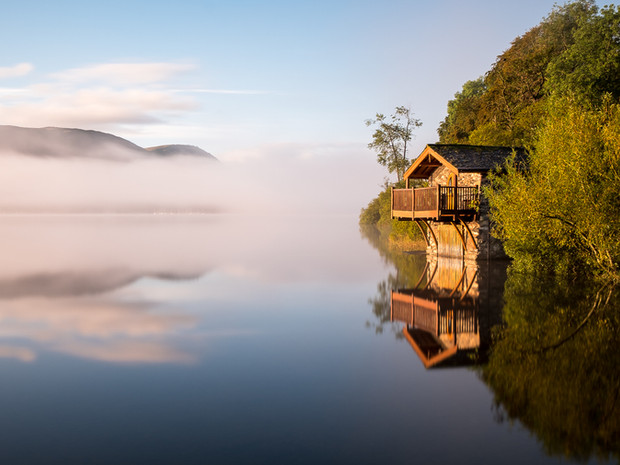 A misty sunrise on Ullswater in the Lake District overlooking the Duke of Portland boathouse (SWP03509)