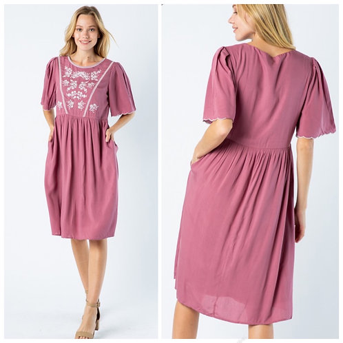 Dusty pink dress with embroidery