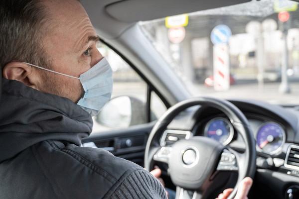 Як захиститися від коронавірусу в автомобілі й таксі