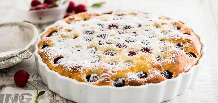 Пиріг з вишнею на сметані