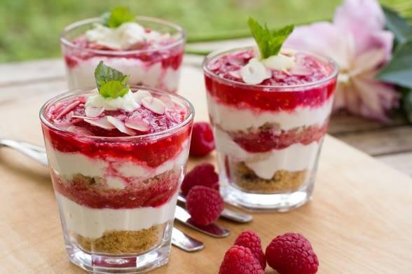Чизкейк у склянках, з ягодами