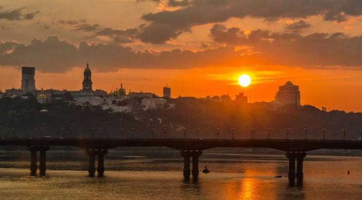 """Вірш дня: Ліна Костенко """"Вечірнє сонце"""""""