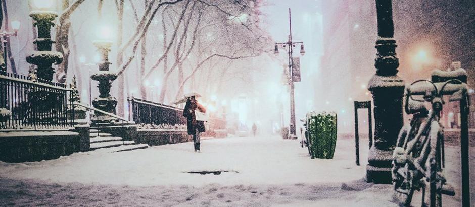 """Вірш дня: Василь Симоненко """"Флегматично зима тротуаром поскрипує..."""""""
