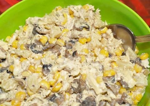 "Салат ""Карі"" з куркою, грибами і ананасами"